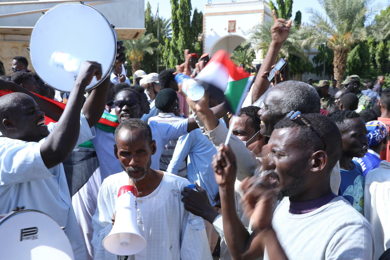 2021-10-16T145536Z_388179223_RC20BQ9U39U4_RTRMADP_3_SUDAN-POLITICS