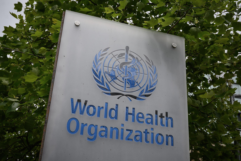 Logo de la sede de la Organización Mundial de la Salud (OMS), el 12 de mayo de 2020 en Ginebra, Suiza.