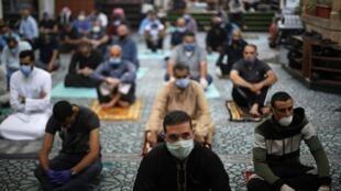 صلاة الجمعة في مسجد الحسيني لأول مرة منذ شهرين بعد إغلاقه مخافة انتشار فيروس كورونا. عمان، الأردن 5 يونيو/حزيران 2020.