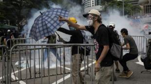مواجهات بين الشرطة والمحتجين في هونغ كونغ. 12 يونيو/حزيران 2019.
