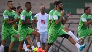 لاعبو منتخب الجزائر لكرة القدم