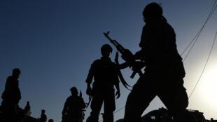 Des militaires afghans dans le centre de Kunduz le 1er octobre.