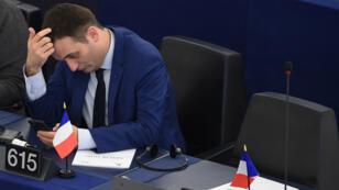Florian Philippot estime que le FN doit continuer à prôner la sortie de l'euro.