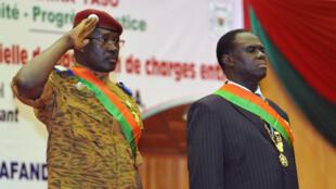 Le président par interim Michel Kafando (droite) et le Premier minister Isaac Zida, en novembre 2014.