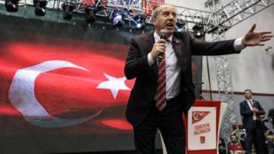 Le député Muharrem Ince, juste après avoir été désigné candidat à l'élection présidentielle, le 4 mai 2018 à Ankara.