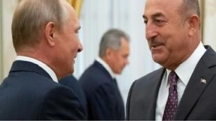 بوتين مستقبلا وزير الخارجية التركي مولود تشاوش أوغلو في الكرملين. 24 آب/أغسطس 2018.