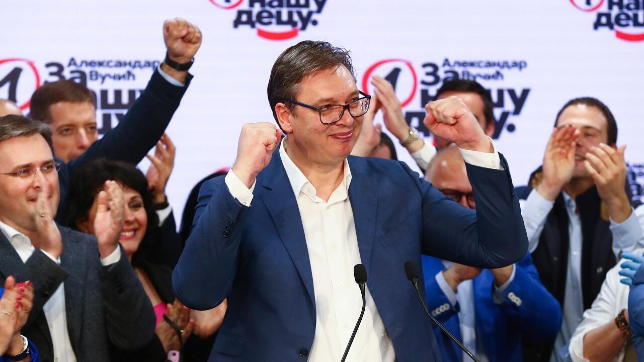 El presidente serbio Aleksandar Vucic da declaraciones en la sede del Partido Progresista Serbio (SNS) en Belgrado, Serbia, el 21 de junio de 2020.