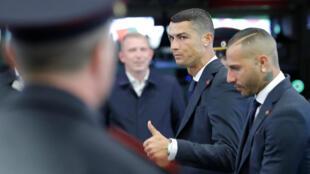 Cristiano Ronaldo (centro) podría pagar una pena de dos años de cárcel y 18,8 millones de Euros de multa.