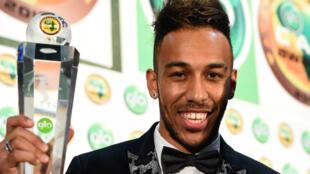 """Le Gabonais Pierre-Emerick Aubameyang a été élu """"joueur africain de l'année 2015""""."""