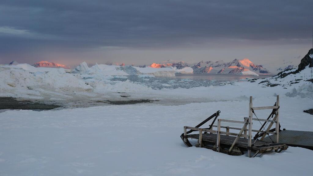L'Antarctique a perdu 3000milliards de tonnes de glace depuis 1992, selon une étude parue le 13juin dans le magazine Nature.