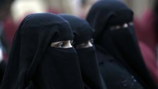 يشكل المسلمون (معظمهم أصولهم تركية أو من غجر الروما) 13 بالمئة من سكان بلغاريا.