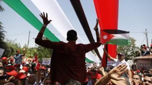 متظاهرون في عمان في 05 حزيران/يونيو 2018