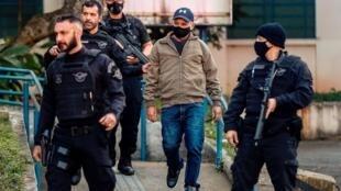 Fabricio Queiroz ante el Instituto Médico Legal, en Sao Paulo, tras ser arrestado el 18 de junio de 2020 en la ciudad de Atibaia, Brasil.