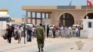 بوابة رأس اجدير الحدودية مع ليبيا