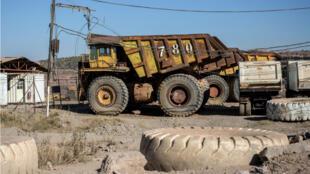 Un camion devant une mine à Kolwezi, dans le sud de la RDC.