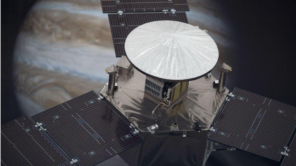 Une maquette de la sonde spatiale Juno, arrivée dans l'orbite de Jupiter le 5 juillet 2016.