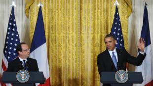 El presidente de Estados Unidos, Barack Obama, y el presidente francés, François Hollande, celebran una conferencia de prensa conjunta durante una visita estatal en el Salón Este de la Casa Blanca en Washington, el 11 de febrero de 2014.