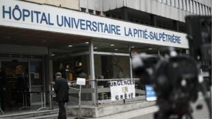 L'hôpital parisien de la Pitié-Salpêtrière a été la cible de manifestants en marge du défilé syndical du 1er mai.
