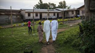 Un groupe de jeunes musulmans près d'une école coranique à Beni, le 21 avril 2016.