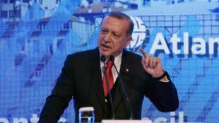 Le président turc Erdogan, le 28 avril, durant un discours au sommet d'Istanbul 2017 du Conseil Atlantique.