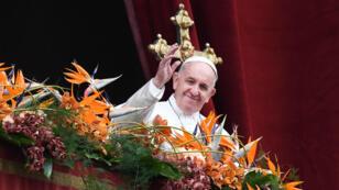"""Le pape François, lors de la bénédiction """"Urbi et Orbi"""" prononcée le dimanche de Pâcques, le 21 avril 2019."""