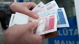 Billets de banque lettons.