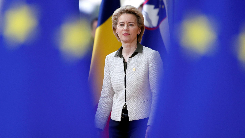 La presidenta de la Comisión Europea, Ursula von der Leyen, llega a la cumbre de líderes de la Unión Europea en Bruselas, Bélgica, el 20 de febrero de 2020.