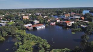 En el sector Bañados del sur varias familias han evacuado la zona después de que las aguas alcanzaran una altura de dos metros.