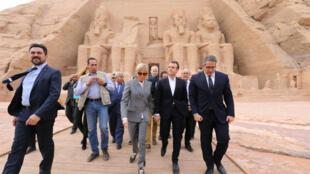 Emmanuel Macron et son épouse ont visité les temples d'Abou Simbel, dans l'extrême sud de l'Égypte.