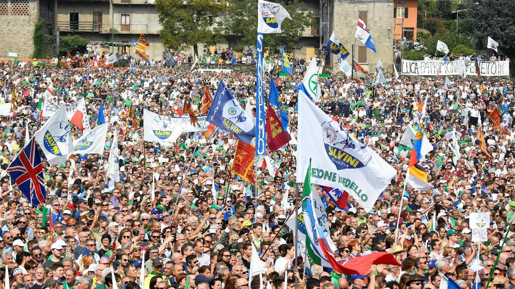 Militantes del partido ultraderechista Liga asisten a un mitin en Pontida, Italia, el 15 de septiembre de 2019.