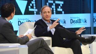 Ray Dalio, le PDG de Bridgewater Associates, à la conférence DealBooks du New York Times