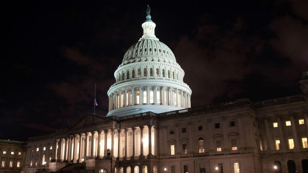 """Depuis le 21 décembre, républicains et démocrates se rejettent la responsabilité de l'impasse budgétaire ou """"shutdown"""", qui a provoqué la fermeture partielle des administrations."""