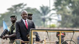 Le président Pierre Nkurunziza paradant à bord d'un véhicule militaire, lors du 53e anniversaire de l'inépedance du pays, le 1er juillet 2015, à Bujumbura.