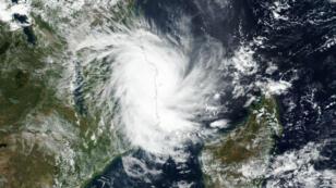 Le cyclone Kenneth à l'approche des côtes du Mozambique, le 25 avril 2019.