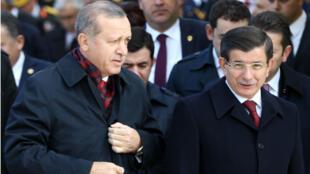 الرئيس التركي رجب طيب أردوغان ورئيس الوزراء أحمد داود أوغلو