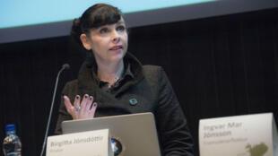 Birgitta Jonsdottir, la voix du Parti pirate islandais, lors d'un débat à Reykjavik, le 24 octobre 2016.