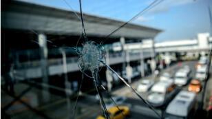 L'attentat-suicide à l'aéroport d'Istanbul a fait au moins 43 victimes.