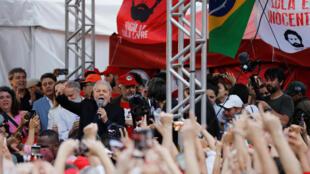 """استقبال حاشد للولا في ساو باولو وبولسونارو يصفه بأنه """"حقير"""""""