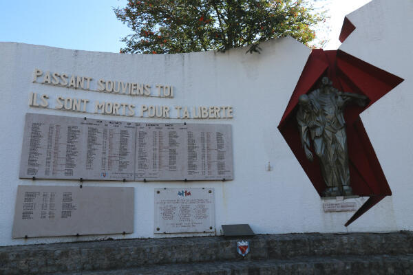 Le Mémorial de la Liberté de Fontenay-sous-Bois sur lequel est inscrit le nom des déportés