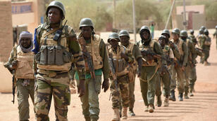 Soldats maliens en patrouille dans la région de Tombouctou, le 3 juin 2015.