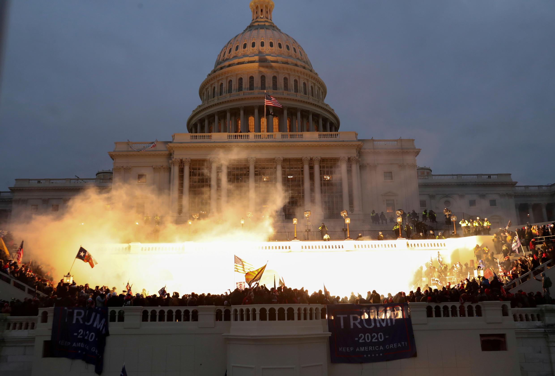 Tras ataque al Capitolio, empieza a desintegrarse el gabinete de Trump