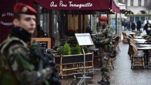 Des militaires de l'opération Sentinelle en patrouille dans le quartier de Châtelet, le 16 février 2017