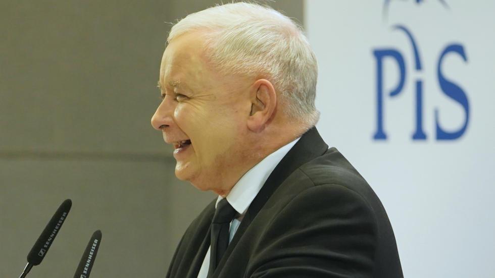 Le chef du partiPiS, Jaroslaw Kaczynski, lors d'un discours de campagne, le 8octobre2019 à Varsovie.
