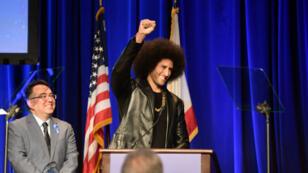 Colin Kaepernick, devenu en 2016 la figure de proue aux États-Unis d'un mouvement de protestation contre les violences policières.