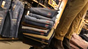 Les jeans font partie des produits d'importation qui seront surtaxés par l'Europe.