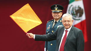 Andrés Manuel López Obrador, asiste a un evento oficial para marcar el inicio de la construcción del nuevo aeropuerto internacional, en la base aérea de Santa Lucía en Tecamac, México, 29 de abril de 2019.