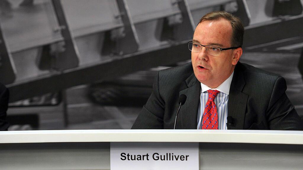 """Le directeur général de HSBC était enregistré comme propriétaire et bénéficiaire d'un compte en Suisse, selon le """"Guardian""""."""