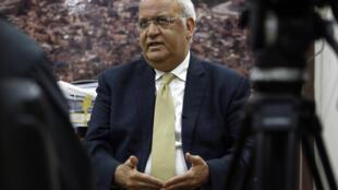 أمين سر اللجنة التنفيذية لمنظمة التحرير الفلسطينية صائب عريقات يتحدث إلى الصحافيين حول الانتخابات الإسرائيلية الأخيرة في مدينة رام الله في الضفة الغربية المحتلة في الثالث من آذار/مارس 2020