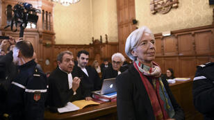 Christine Lagarde et son avocat Patrick Maisonneuve, le 12 décembre 2016, au palais de Justice de Paris.
