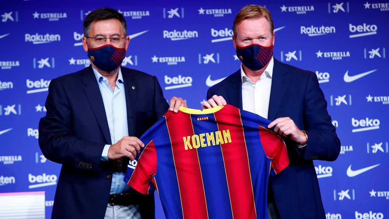 Ronald Koeman (derecha) dirigirá por primera vez al club luego de ser asistente de Louis Van Gaal en 1999.